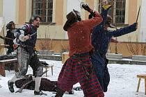 Střet císařských mušketýrů se Švédy na nádvoří Vlastivědného muzea