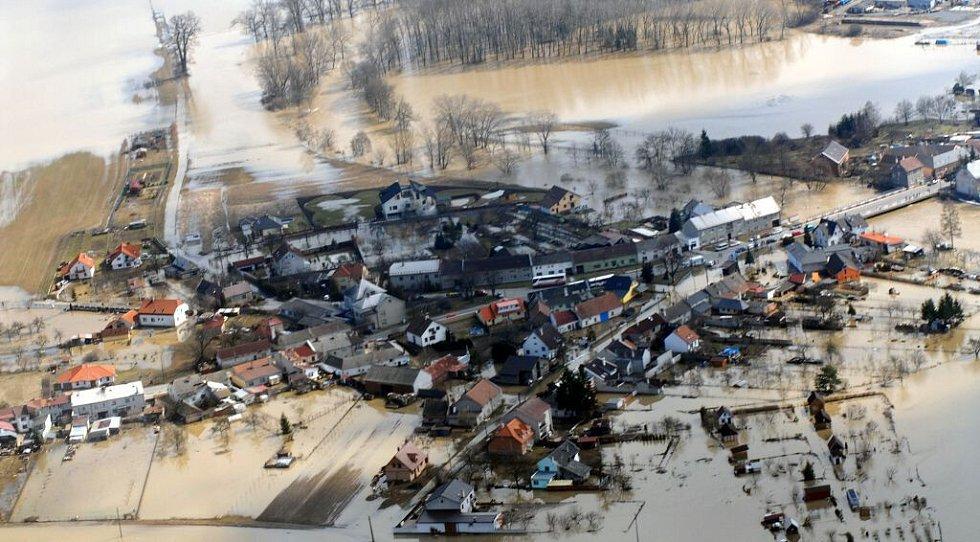 Chomoutov se v neděli 2. dubna 2006 změnil na město v jezeře