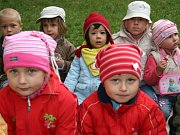Děti ze třídy Jahůdky v Mateřské škole v ulici 17. listopadu v Kutné Hoře.