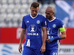 Šimon Falta (vlevo) a kapitán Sigmy Michal Vepřek