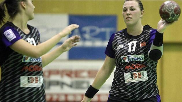 Tereza Kubáčková (vpravo)
