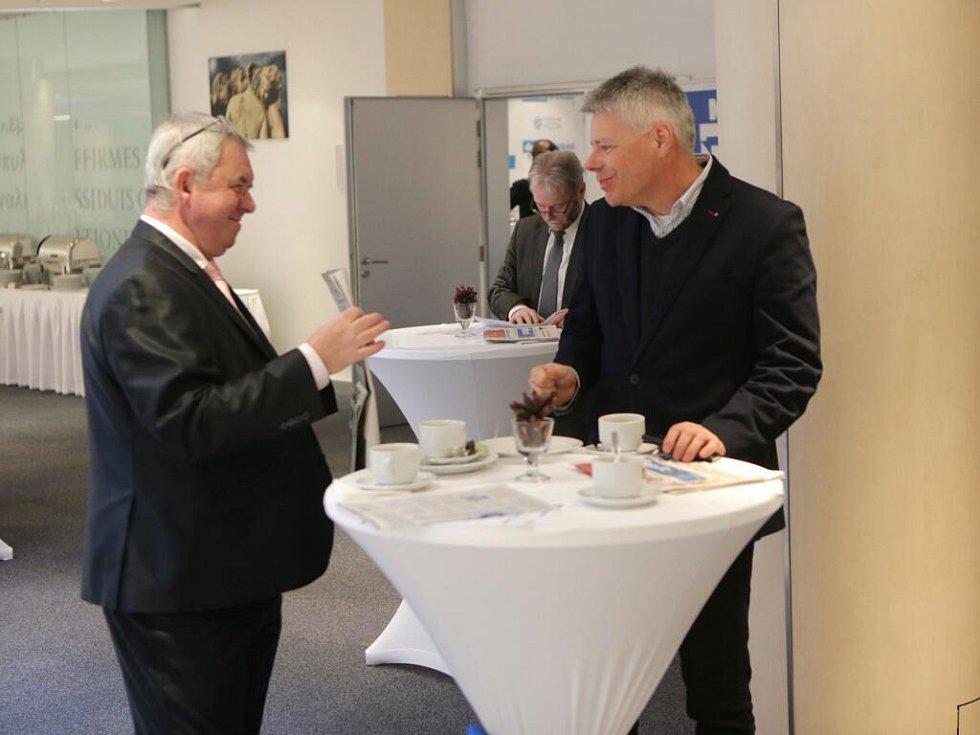 Atmosféra v předsálí před začátkem akce. Setkání s hejtmanem Olomouckého kraje v Clarion Congress hotelu v Olomouci.