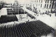 Německá vojenská přehlídka na náměstí Adolfa Hitlera (dnešní Horní náměstí) v Olomouci