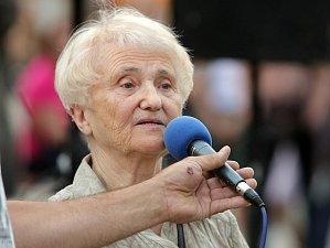 Zdena Mašínová na demosntraci proti Babišovi a komunistům v červnu 2018 v Olomouci