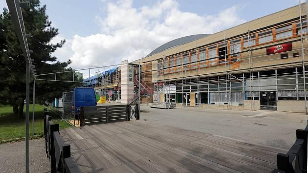 Sportovní hala UP v Olomouci se opravuje.
