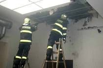 Hasiči zasahují u požáru v ulici 8. května v Olomouci