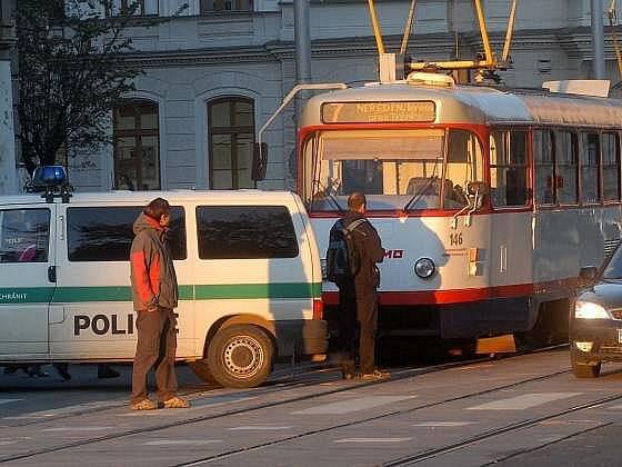 Po obnovení provozu tramvaje opět zastavila drobná nehoda v Palackého ulici