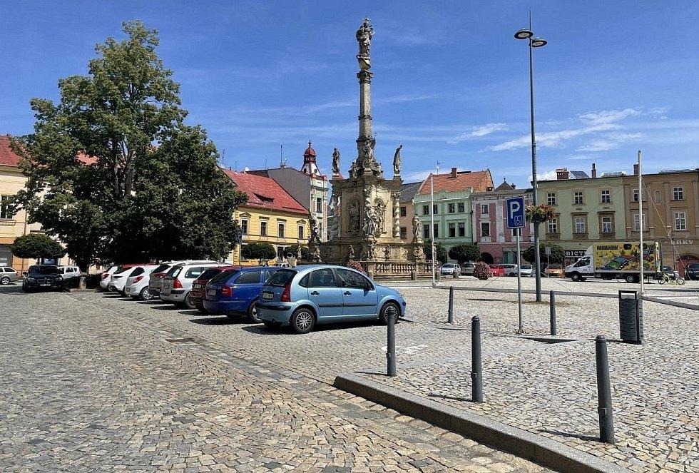 Parkování v centru Uničova, červenec 2021