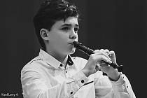 Talentovaný flétnista bodoval ve svých 12 letech na soutěži v Izraeli.