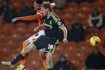 Tomáš Kalas v dresu Middlesbrough (v tmavém) v ligovém duelu s Blackpoolem