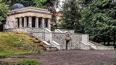 Jihoslovanské mauzoleum po první etapě oprav v srpnu 2017