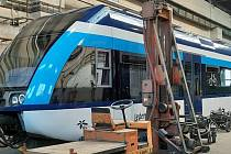 České dráhy pracují na zprovoznění dvou motorových jednotek Stadler GTW určených pro provoz v Olomouckém kraji. Aktuální snímek z olomouckého depa, 30. prosince 2019