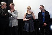 Promítání pilotního dílu seriálu Případy pro Jáchyma Semiše v Premiere Cinemas v Olomouci za účasti tvůrců. S mikrofonem herečka Lenka Haluzová (dříve Jurošková), vedle vpravo Radim Špaček