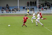 Fotbalisté Uničova porazili 1. HFK Olomouc (v bílém) 3:1