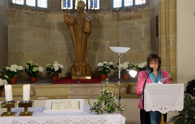 Tradiční čtyřiadvacetihodinové čtení z Bible odstartovalo v pondělí odpoledne v kapli sv. Jeronýma v prostorách olomoucké radnice.