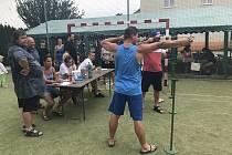 V Krčmani v sobotu svištěly kulky. V areálu multifunkčního hřiště uspořádala Unie střelců z praku turnaj pro malé i velké zájemce o střelbu z jedné z nejprimitivnějších zbraní.