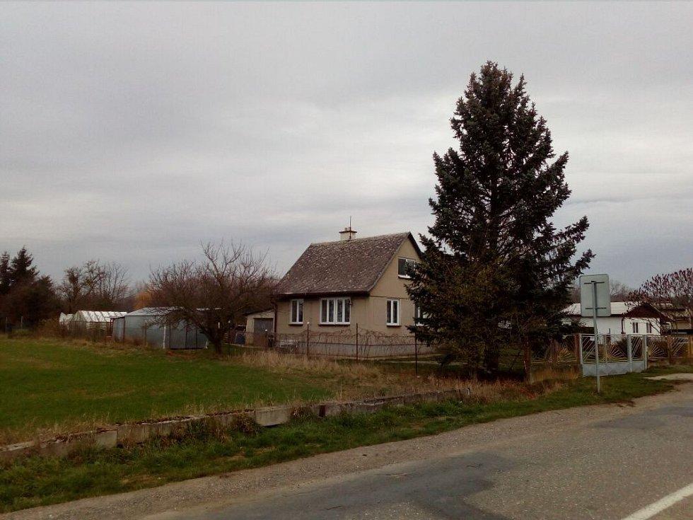 Od stávajícího dobývacího prostoru u Lhoty leží první rodinné domy zhruba 300 metrů.