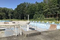 Koupaliště v Náměšti na Hané je uzavřeno více než 10 let. S jeho obnovou městys v nejbližších letech nepočítá. 10. července 2020