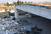 Bourání bývalého areálu Mila kvůli přípravě stavby obchodního centra Kaufland u Okružní ulice v Olomouci. Pohled ze střechy haly. 4. prosince 2019