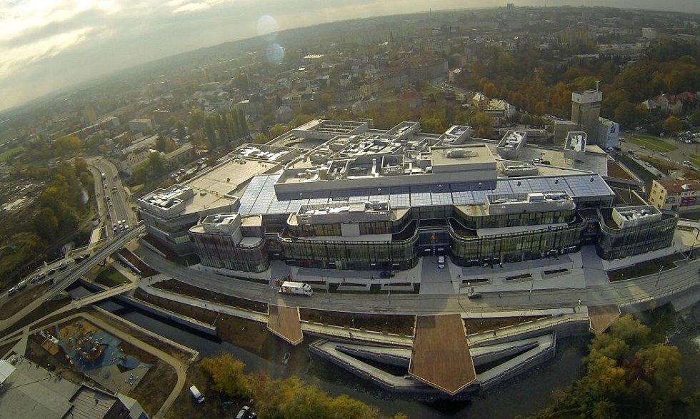 Pohled na areál obchodní galerie Šantovka z výšky