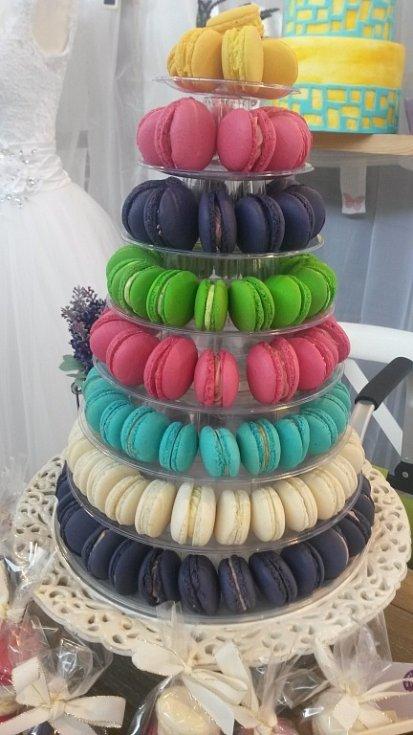 Cukrárna Sladký Méďa v Olomouci nabízí klidné posezení i dětský koutek. Denisa Sklenářová a další cukráři vyrábějí dorty z lokálních surovin. V nabídce nechybějí dorty s marcipánovou polevou