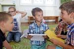 Předávání vysvědčení na ZŠ v Bystrovanech