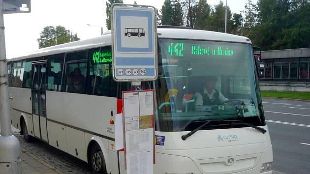 Zastávka Dvořákova ve směru od nemocnice k Pražské