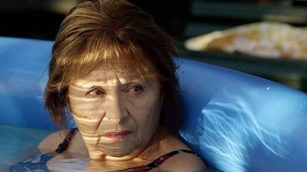 Emília Vášáryová ve snímku Eva Nová