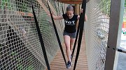 Kamzíkova stezka - krkolomné prolézačky v korunách stromů v rekreačním Parku sportu v Hrubé Vodě