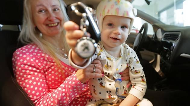 Maminka dostala k dispozici peugeot na převážení svých zdravotně postiženými dětí, pomohl výtěžek z loňského Kabelkového veletrhu Deníku