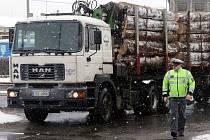 Policejní kontrola kamionů v Olomouci