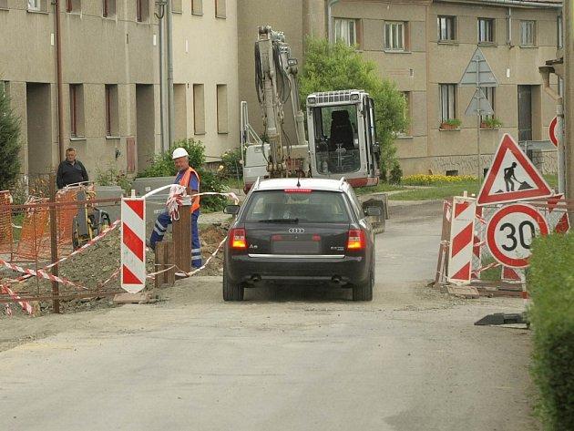 V Kožušanech se opravuje kanalizace