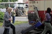 Srážka vlaku s autobusem na přejezdu u nádraží Olomouc - město
