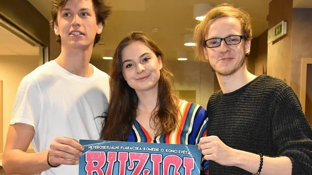 Premiéra flákačské komedie Buzíci! proběhne v pondělí 25. března v olomouckém Divadle na Šantovce.