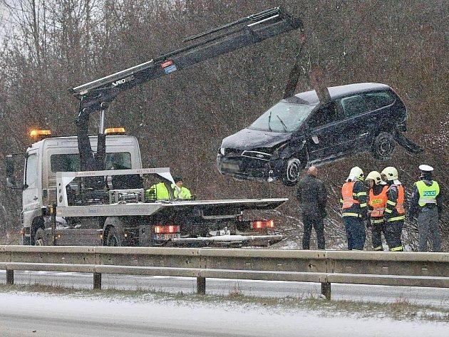 Ford Focus po nehodě na R46 mezi Olomoucí a Prostějovem