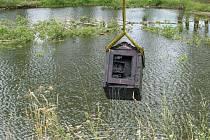 Sto let starý trezor nalezený v rybníku u Blatce