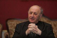Olomoucký arcibiskup Jan Graubner při on-line rozhovoru se čtenáři Deníku