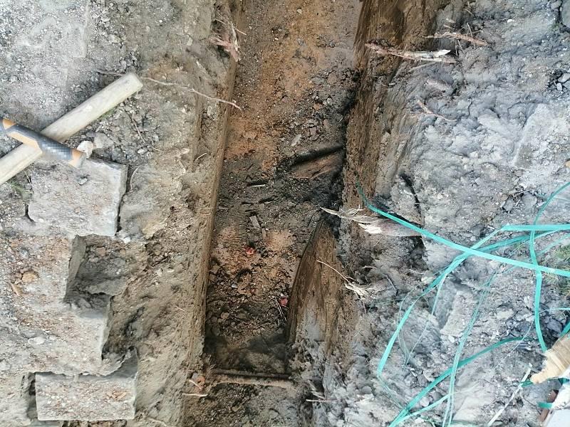 Dělníci při výkopových pracích na třídě Míru v Olomouci nalezli pancéřovou pěst.