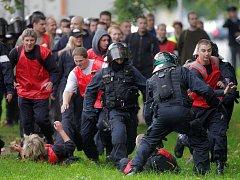 Cvičný zásah proti fotbalovým rowdies