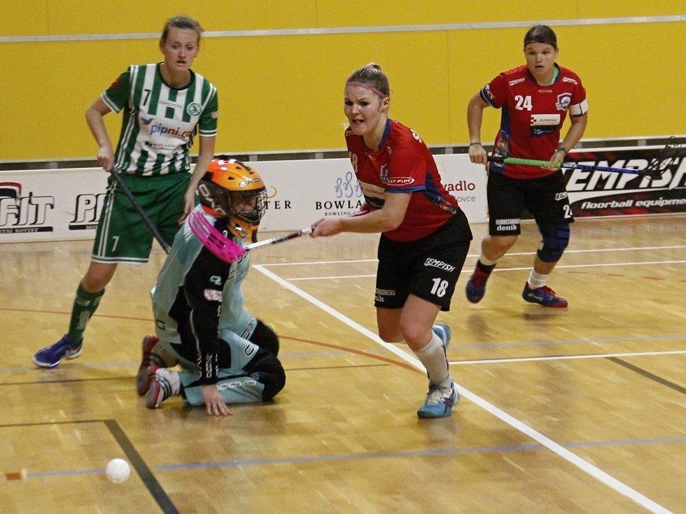 Olomoucké florbalistky (v červeném) porazily Bohemians 6:5.