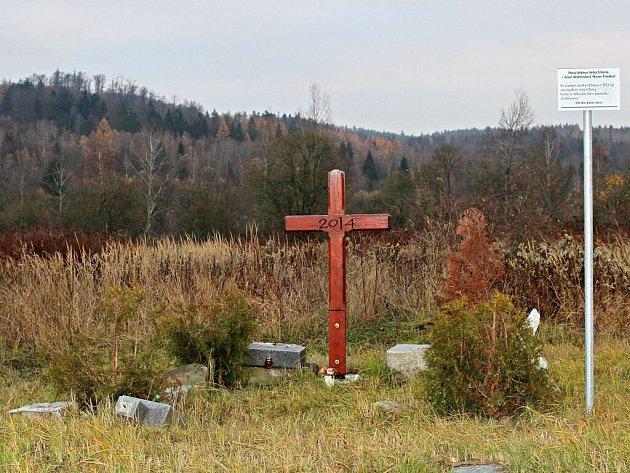 Pamětní tabule připomíná bývalý hřbitov v obci Velká Střelná – Gross Waltersdorf, Alter Friedhof. Původní hřbitov byl kolem kostela sv. Mikuláše, v roce 1923 byl uzavřen. Nedaleko poté zřídili nový. Na snímku jsou vidět sesbírané zbytky několika pomníků.