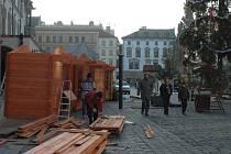 Demolice stánků na Horním náměstí.