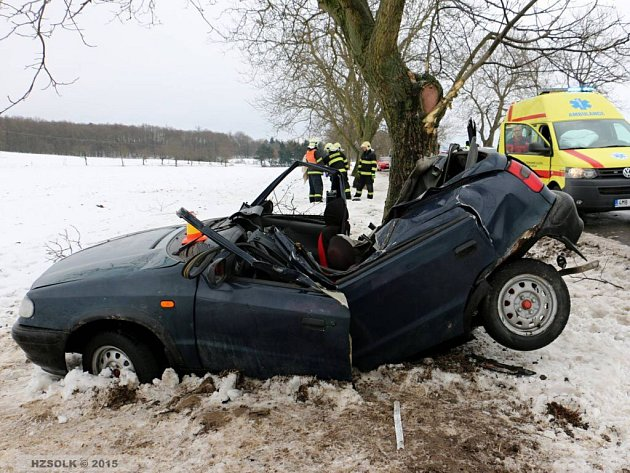 Tragická havárie 19letého řidiče mezi Krákořicemi a Komárovem