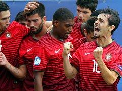 Portugalsko slaví v semifinále s Německem v Olomouci. Vpravo největší hvězda vítězů Bernardo Silva