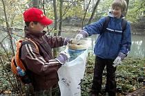 Školáci z Litovle uklízeli odpadky v Pomoraví