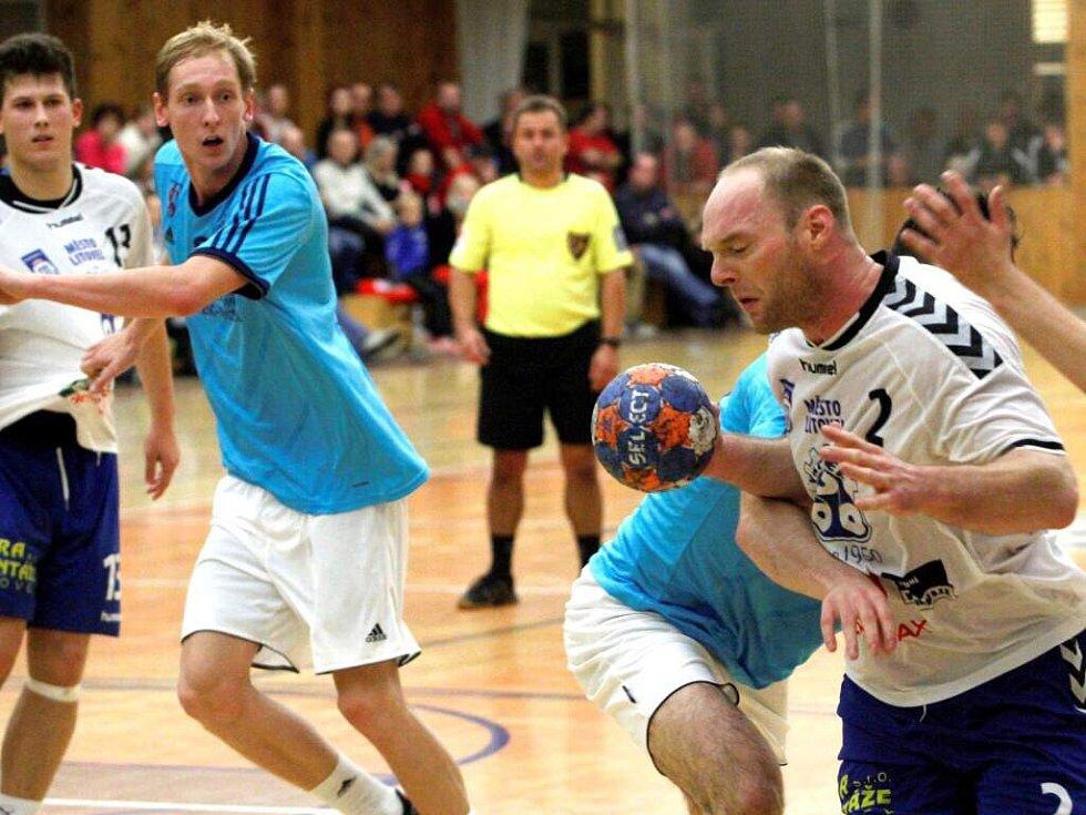 Jakub Schmalz s míčem