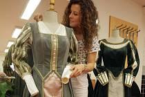 Nové historické kostýmy pro olomoucké radní