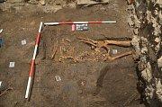 Při záchranném archeologickém průzkumu v Olomouci byl zjištěn syfilis šířící se Evropou od konce 15. století. Na snímku nález hrobu v Křížkovského 10.