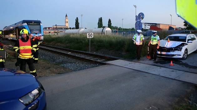 Nehoda na nechráněném železničním přejezdu v olomoucké čtvrti Řepčín, 25. srpna 2020