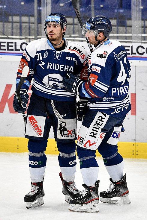 Utkání 38. kola hokejové extraligy: HC Vítkovice Ridera - HC Olomouc, 22. Ledna 2021 v Ostravě. (zleva) Dominik Lakatoš z Vítkovic a Filip Pyrochta z Vítkovic.